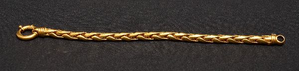 b37fa78a989 Pulseira cinzelada em ouro 750 contrastado- med. 19 cm (aberta).Peso  aproximado .