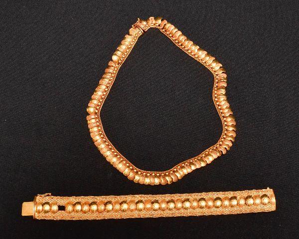 3d6921f1bcc Conjunto de gargantilha e pulseira da década de 60 em ouro 750 contrastada