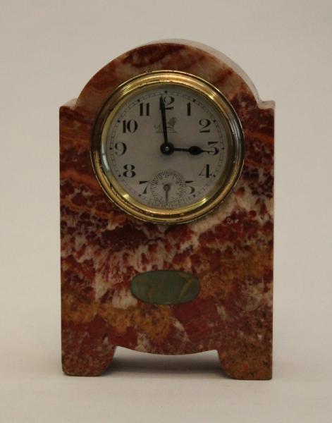 2cc9c649b56 Relógio despertador de mesa em bloco de mármore rajado proveniente da  faiança .