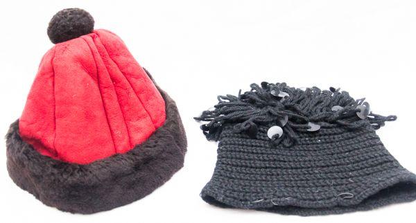 90a6a4d85605b Lote contendo 1 touca de lã preta com franjas d paetês e 1 gorro de couro  vermelho barrado pelo