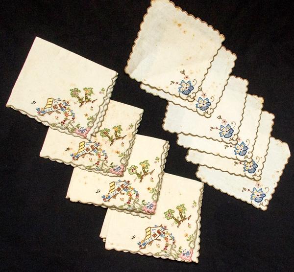 Lote contendo 6 graciosos guardanapos de linho com bordados fazendinha  (27x27 cm) e 4 paninhos p  móvel com bordados florais (14x14 cm) 65c78621092